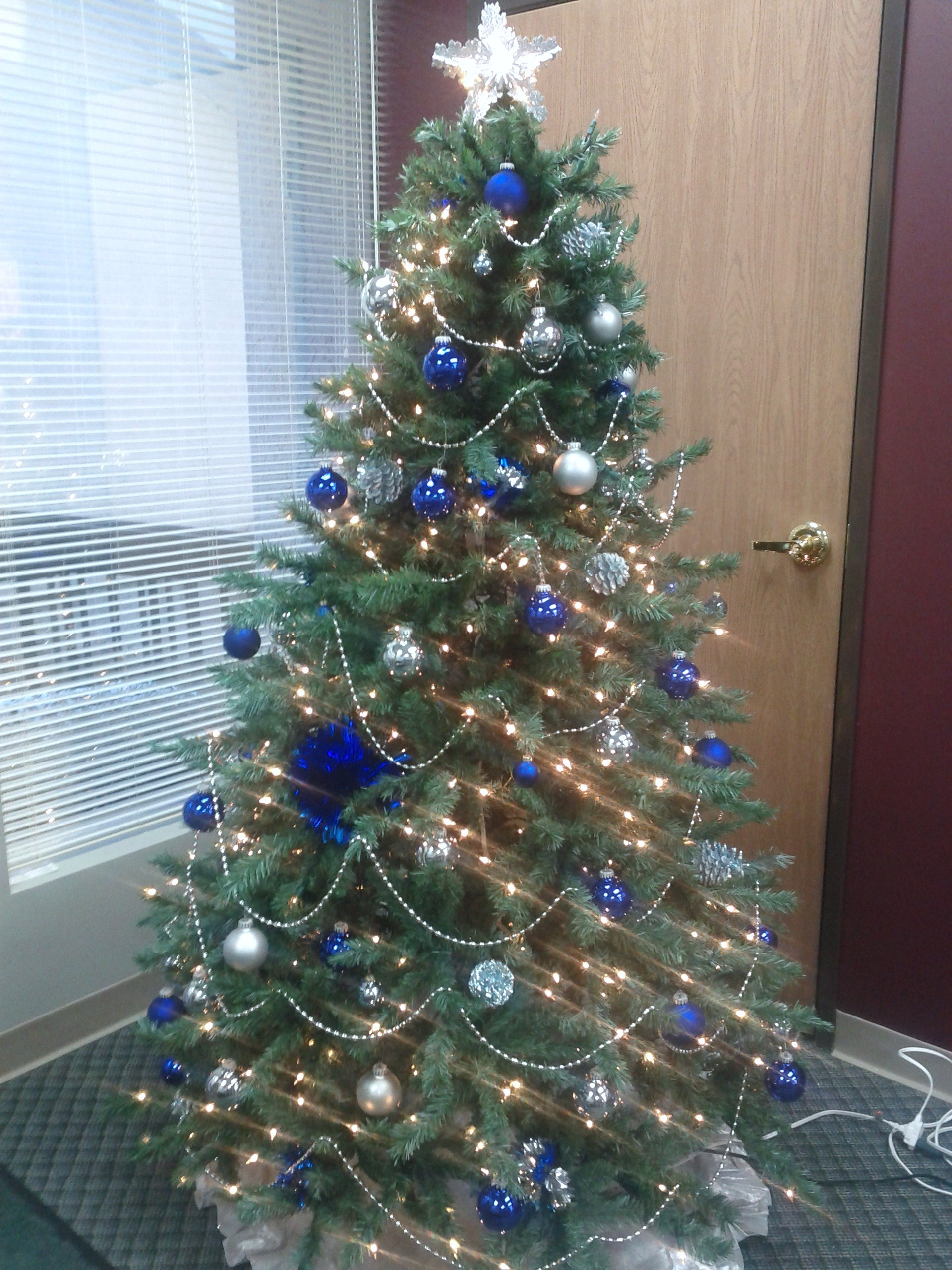 Tricom the right fit - Blue themed christmas tree ...
